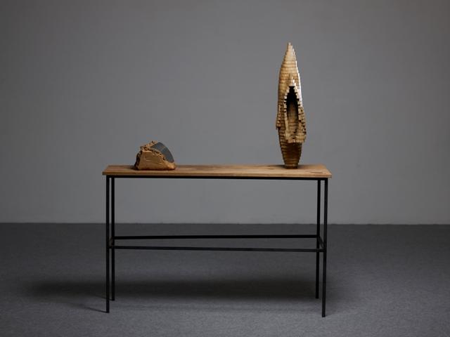 Deux objets sur une table, 2003